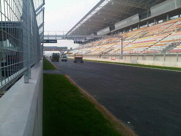 -Formula 1  - Season 2010 - - 180046944