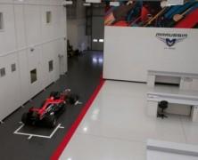 Mechanicy zespołu Marussia w drodze do Abu Dhabi