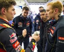 Pytanie czy Verstappen nie jest zbyt młody, aby ścigać się w F1 powraca