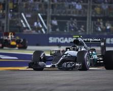 Mercedes nie pękł pod presją