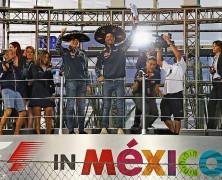 Vettel poza podium. Ricciardo z najmniejszym trofeum