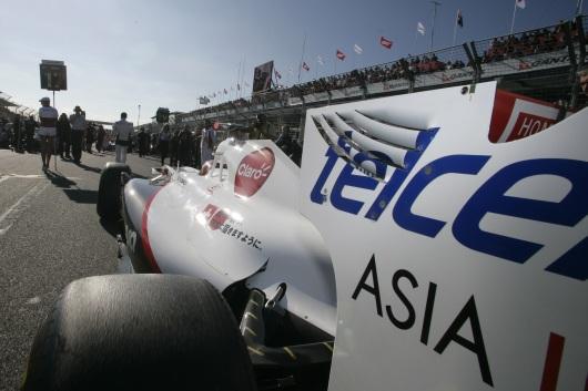 Tylne skrzydło C30 - powód dyskwalifikacji w GP Australii